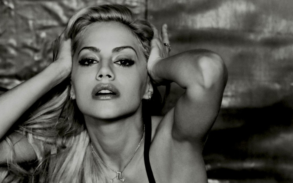 brittany-murphy-black-and-white-picture-1024x640