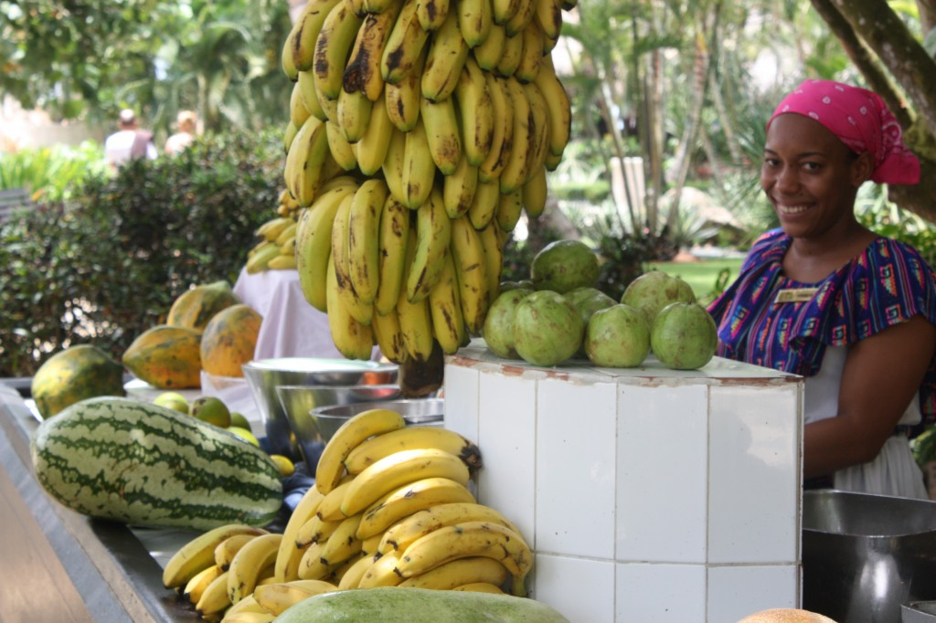 lady-giving-away-fruit-at-dreams-punta-cana-1024x682