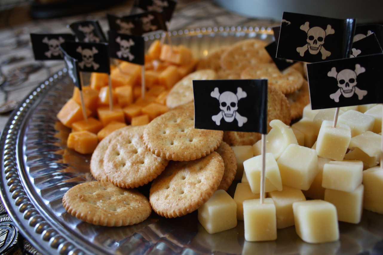 Pirate flag cocktail sticks in cheese – neat and practical idea.